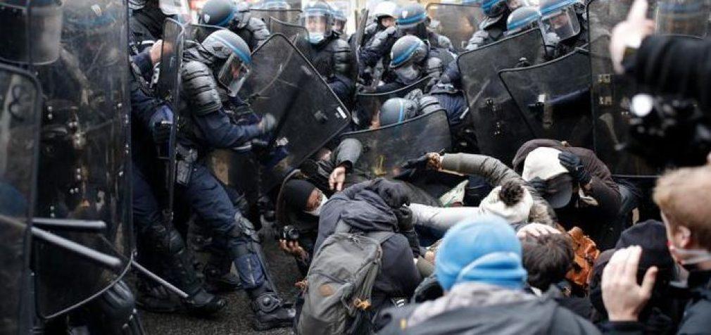 В Париже не утихают акции протеста, задержаны свыше 140 человек