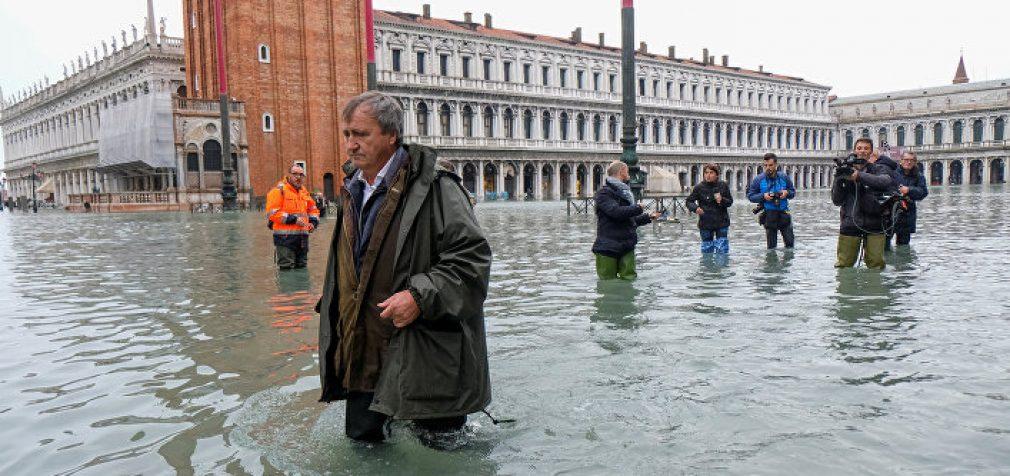 В Украине – ураган и гололёд, Турцию замело, а Венецию затопило