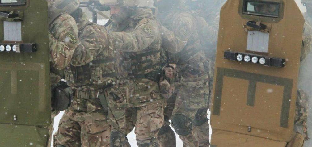 На Днепропетровщине военные освободили заложников, отбили штурм и задержали воров, – ФОТО