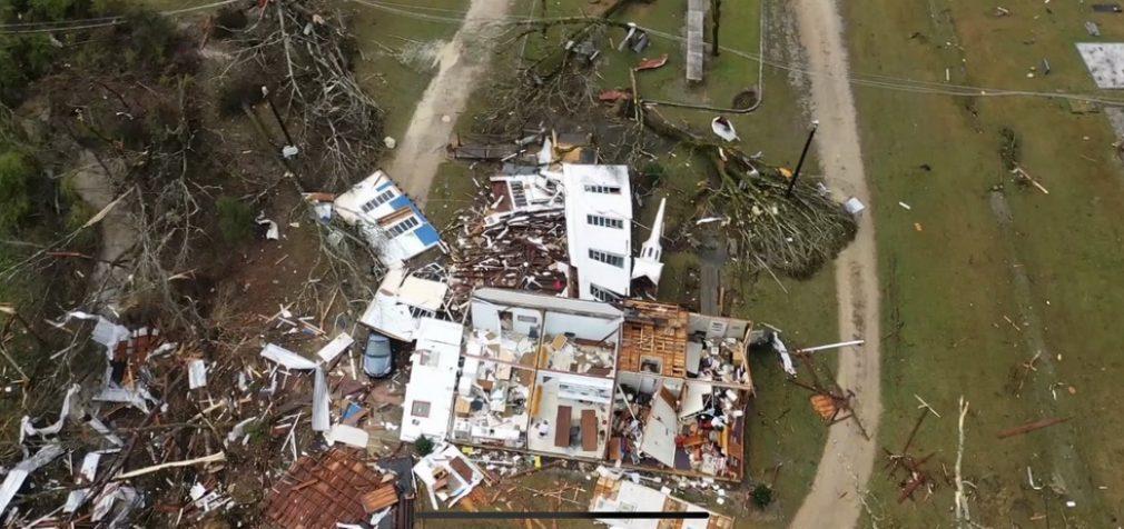 В США торнадо забрали жизнь пяти человек, десятки получили травмы