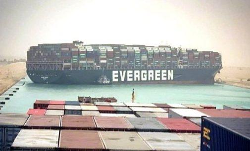 Контейнеровоз Ever Given снят с отмели в Суэцком канале