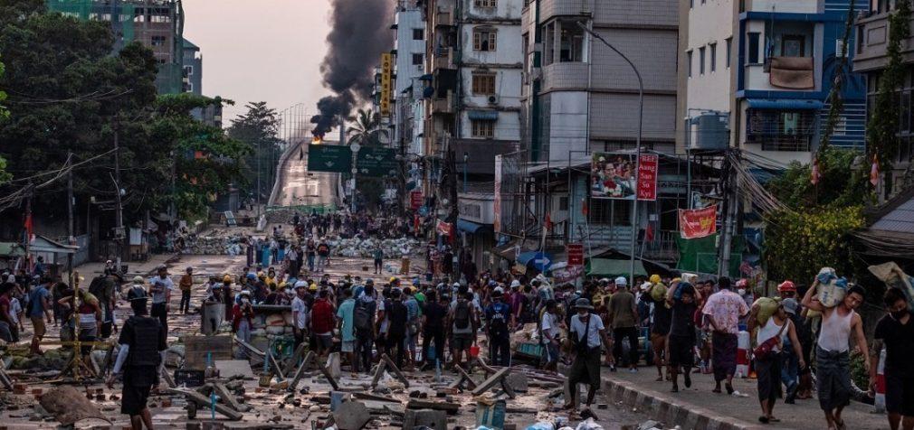 В Англии, Германии – протесты, в Мьянме убили 7-летнюю девочку
