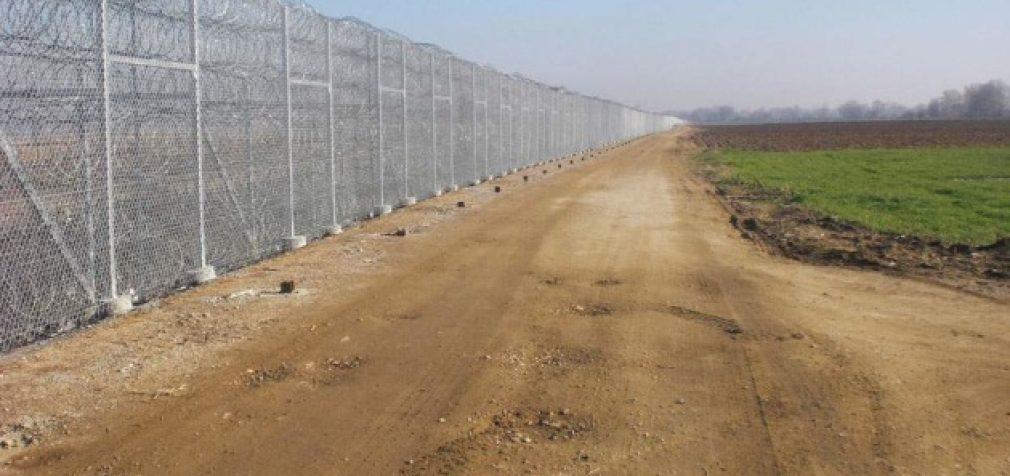 Турция отгородилась высоким забором от Сирии и Ирана