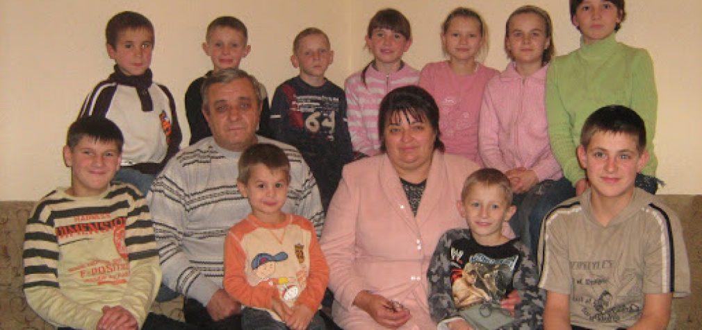 Семья из Новомосковска взяла под опеку 48 детей