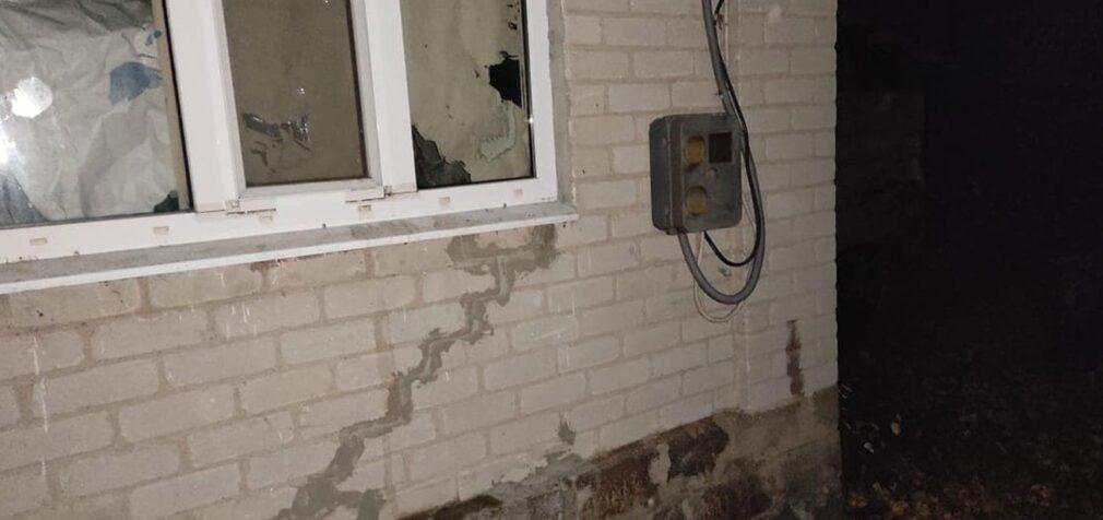 Пошкоджено будинки та лінію електропередач: бойовики обстріляли Трьохізбенку
