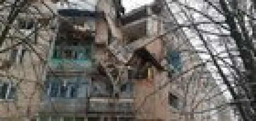 Полиция установила, что пострадавший от взрыва газа в жилом доме в Фастове получил травму ноги при падении с 5-го этажа