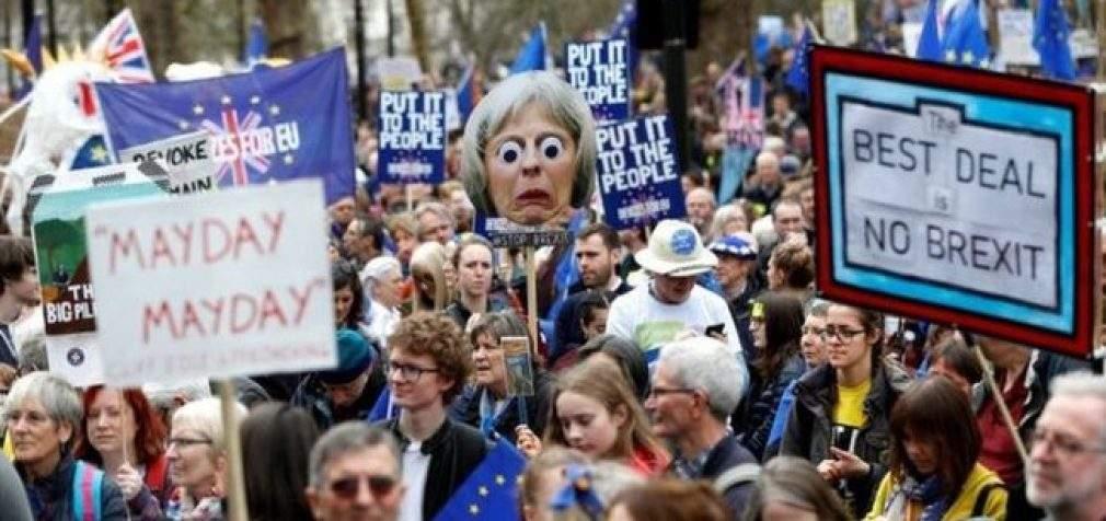 Британцы вышли на улицы Лондона с требованием референдума по Brexit. ФОТОрепортаж