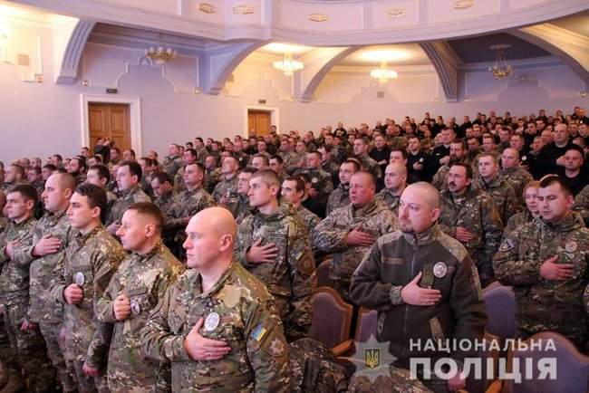 Добровольцы, которые несут службу в зоне проведения ООС, получили награды от руководства МВД и Нацполиции 01