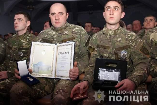 Добровольцы, которые несут службу в зоне проведения ООС, получили награды от руководства МВД и Нацполиции 11