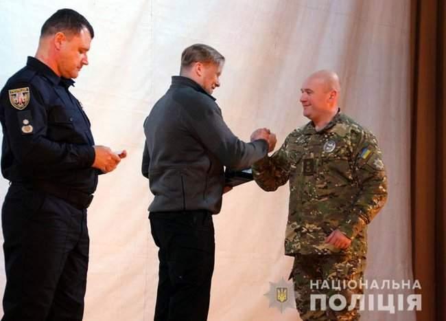 Добровольцы, которые несут службу в зоне проведения ООС, получили награды от руководства МВД и Нацполиции 03