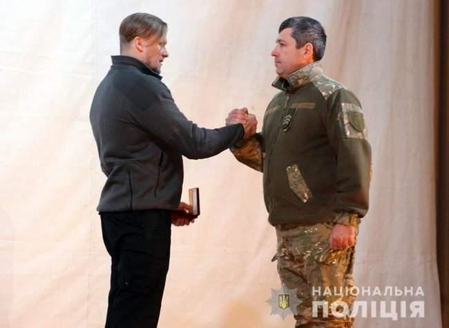 Добровольцы, которые несут службу в зоне проведения ООС, получили награды от руководства МВД и Нацполиции 05