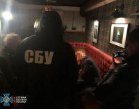 В Житомире коммерсант предлагал взятку сотруднику СБУ