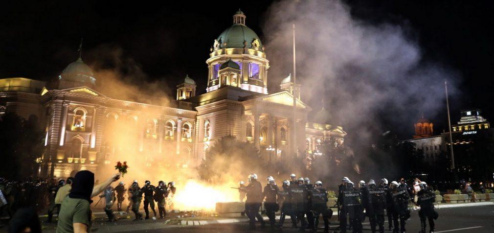 Сербия взбунтовалась против карантина, в стране беспорядки