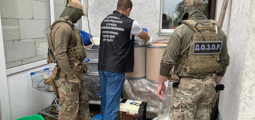 Продавали по всему миру: в Украине накрыли банду наркоторговцев
