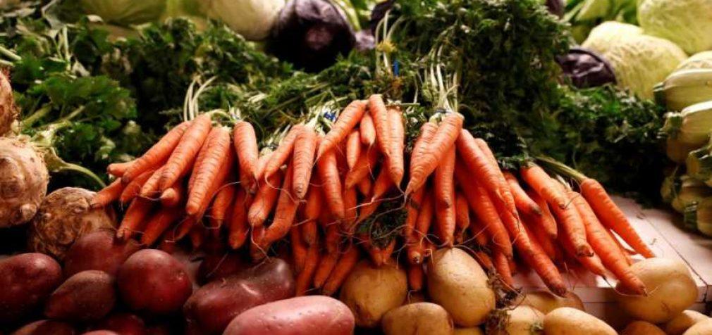 Эксперты рассказали о стоимости ягод и овощей в июле